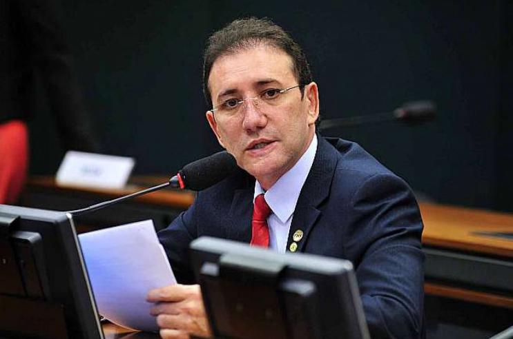 Ex-deputado Adail Carneiro, preso em flagrante com R$ 2 milhões, é enviado a presídio